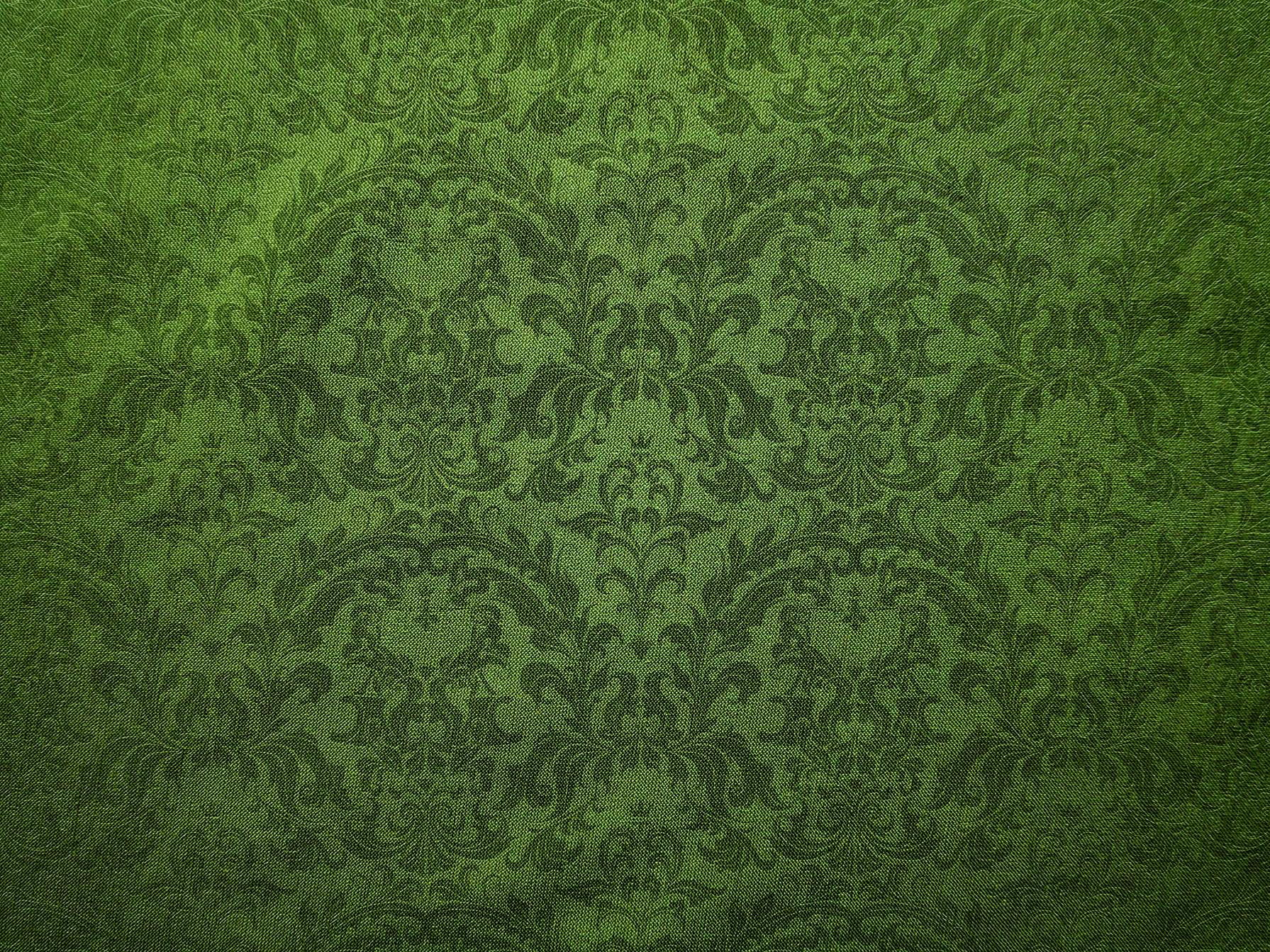 Vintage Green Damask Floral Pattern Canvas Background