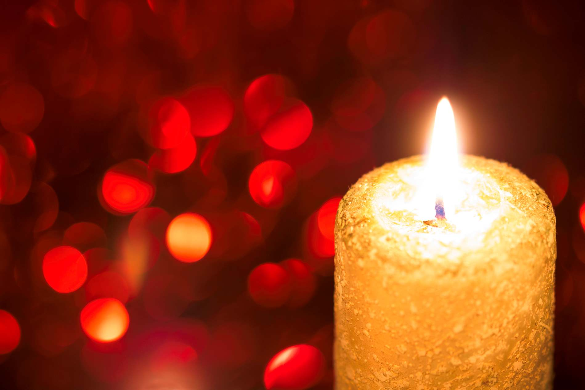 Yellow Christmas Candle Light With Red Bokeh - PhotoHDX